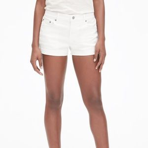 "GAP Sexy Boyfriend Short 5"" - White"